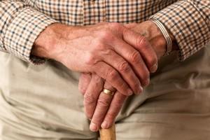 Ältere Menschen würdevoll begleiten